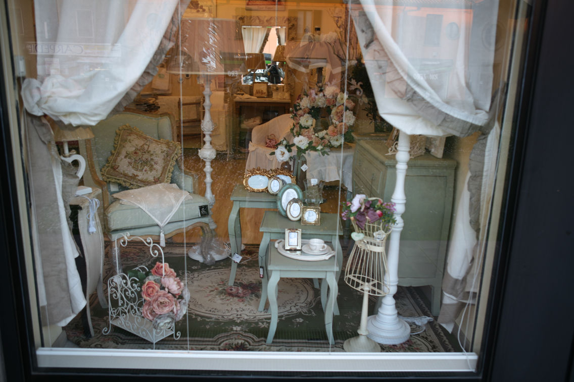 Foto del negozio lir chic shabby style stile country e provenzale milano - Idee per vetrine primaverili ...